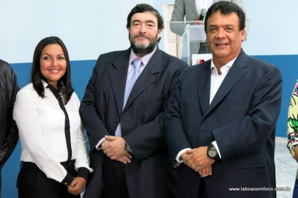 Presidente da Câmara, Joice Silva, o juiz Nelson Ricardo Casalleiro e o prefeito Fernando Fernandes durante inauguração do Saica em Taboão.