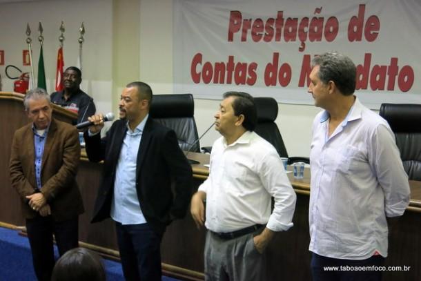 Ao lado dos ex-vereadores, Professor Moreira presta contas do início do terceiro mandato como vereador.
