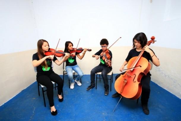 Prefeitura de Taboão da Serra oferece aulas gratuitas de canto e instrumentos musicais através de parceria com Associação Músicos do Futuro. (Foto: Ricardo Vaz / PMTS)
