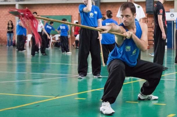 O atleta de kung fu, Marco Martin Junior precisa de contribuição para participar de competições internacionais. (Foto: Divulgação / Ariane Spinelli)