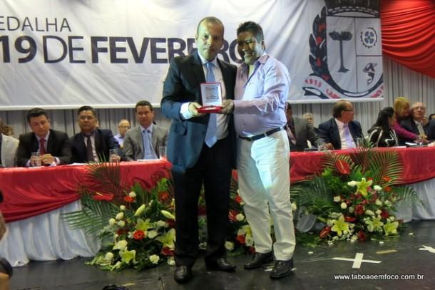 Em 2016, Carlinhos reconheceu a dedicação de Zeferino e lhe concedeu a Medalha 19 de Fevereiro.