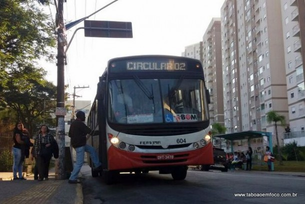 Ônibus circulares ficam mais caro neste domingo (2) em Taboão da Serra. O valor é de R$ 3,80.
