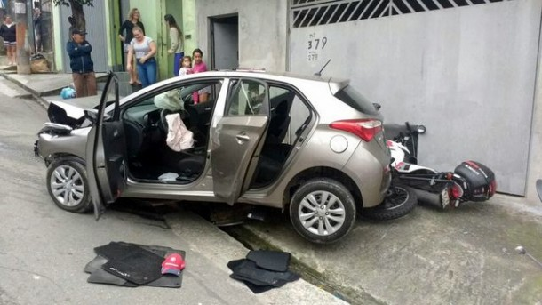 Após perseguição da Rocam, bandido é preso em Embu, na divisa com Taboão da Serra. (Foto: Reprodução)