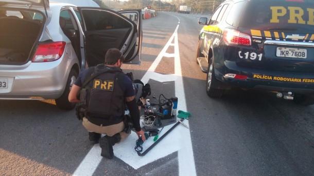 Polícia Rodoviária Federal prende dois homens suspeitos de roubo a caixa eletrônico. (Foto: Divulgação)