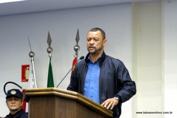 Professor Moreira voltou a pedir a abertura de diálogo entre o prefeito e os grevistas.