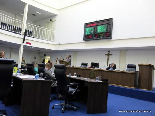 Vereadores criticaram aumento da tarifa de ônibus e reclamam que prefeito Fernando não informou nada a respeito.