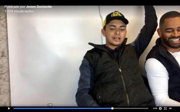 No canto esquerdo é possível constatar detalhes da parede e ver que é a mesma onde Ney Santos já gravou seus vídeos.