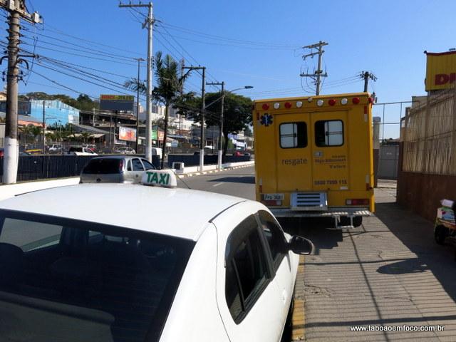 Vítima foi resgatada após atropelamento na Rodovia Régis Bittencourt, em Taboão da Serra.