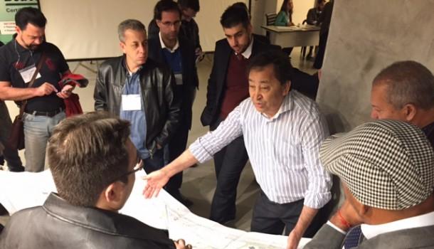 Presidente da Cooperativa Vida Nova, Aprígio explica como construiu as unidades habitacionais. (Foto: Mário de Freitas)