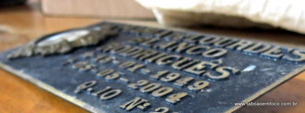 Em 2017, mais de 100 placas como estas foram roubadas do Cemitério da Saudade.