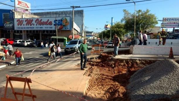 Dr. André da Sorriso confere início das obras de construção do novo retorno no final da Avenida Fernando Fernandes no Pirajuçara. (Foto: Divulgação)