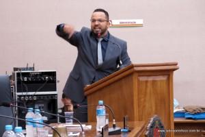 Hugo Prado diz que taxa do lixo é necessária e diz que Câmara vai discutir as formas de cobrança para 2018.