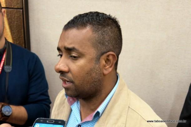 Líder do governo Índio Silva diz que Taxa do Lixo será criada, mas quer audiências públicas para discutir o tema.