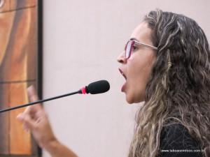 Rosangela Santos é a única vereadora a discordar da cobrança da taxa do lixo.