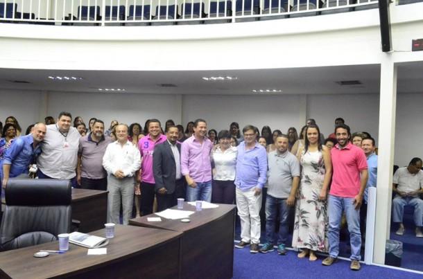 Políticos e servidores da educação após audiência pública onde o público não foi convidado. (Foto: Reprodução / Eduardo Nóbrega)