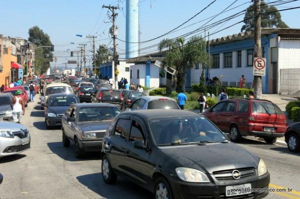 Trânsito em frente ao Pronto Socorro do Antena.