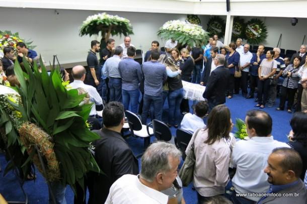 Familiares, amigos e políticos se despedem de Avenir Fernandes em cerimônia na Câmara Municipal.