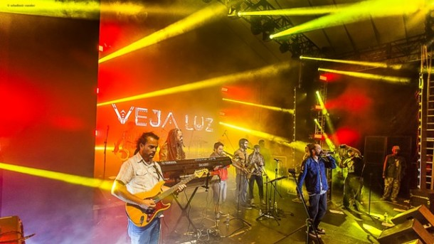 Banda Veja Luz em show na Zona Leste de SP