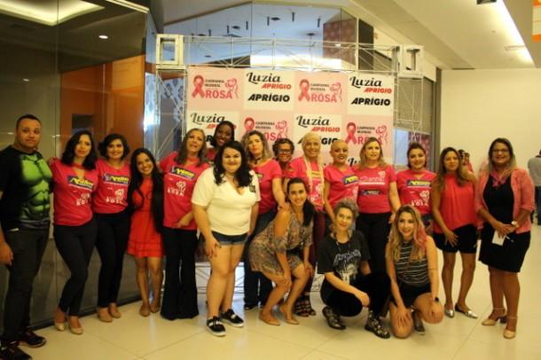 Alunos do Senac Taboão da Serra do curso de maquiagem foram voluntários e deixaram as modelos lindas para o desfile. (Foto: Divulgação)