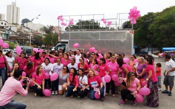 Caminhada na região central de Taboão da Serra alerta para necessidade da prevenção do câncer de mama. (Foto: Reprodução / PRB-SP)