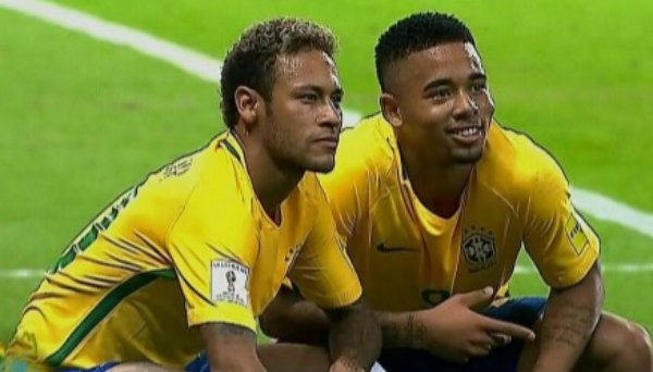 Neymar e Jesus fazem a pose de quebrada, inspirados no humorista de Taboão da Serra, Thiago Ventura. (Foto: Reprodução)