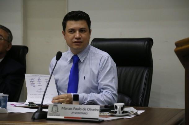 Presidente da comissão de transportes da Câmara, vereador Marcos Paulo celebra os 20 novos ônibus que vai entrar em circulação em Taboão da Serra. (Foto: Leandro Barreira / CMTS)
