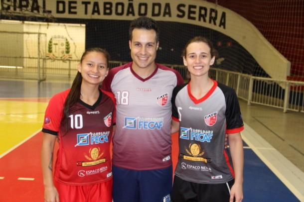 A ala Luana Moura, o preparador de goleiras Alexandre Chizzotti e a goleira Marielle Theiss irão para o Uruguai disputar a Copa América. (Foto: Ricardo Lima / PMTS)