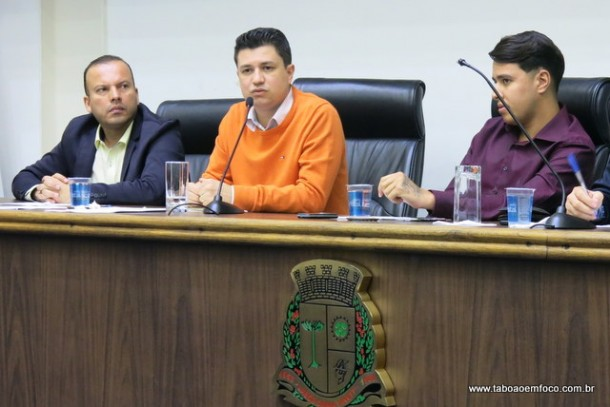 Os vereadores Carlinhos do Leme, Marcos Paulo e Johnatan Noventa tentam resolver impasse entre Prefeitura e Viação Pirajuçara.