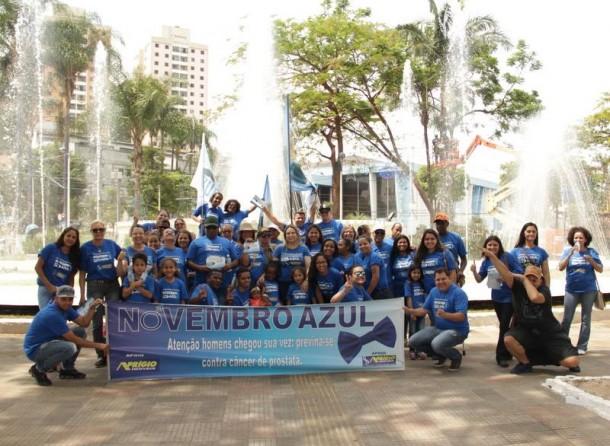 Luzia Aprígio e voluntários no Pedágio Novembro Azul realizado em 2016. (Foto: Divulgação)
