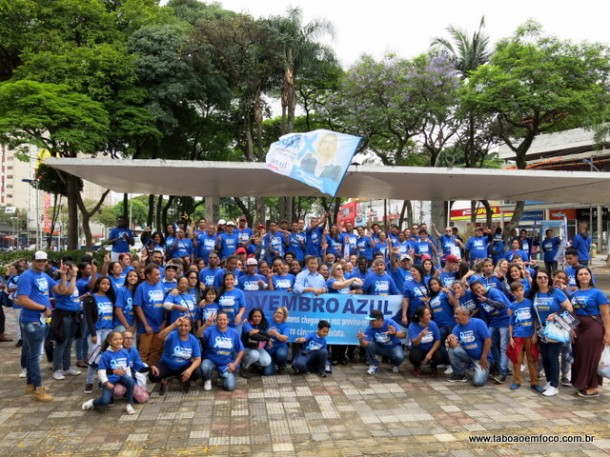 Voluntários realizam pedágio do Novembro Azul na região central de Taboão da Serra.