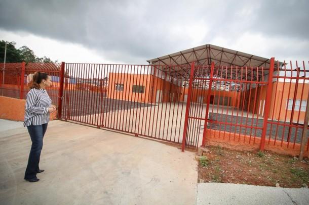 Autora da emenda que custeou a construção do quartel dos Bombeiros, a deputada estadual Analice Fernandes visitou o local no início do mês. (Foto: Reprodução)