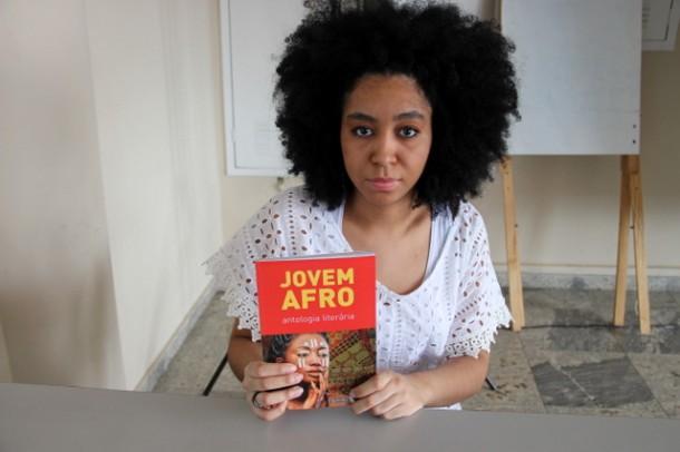 Livro Antologia Literária Jovem Afro foi lançado pela CEPIR no auditório da Secretaria de Educação (Foto: Ricardo Lima / PMTS)
