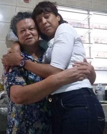 Elzeli Grizostomo (de branco) foi encontrada morta no Guarujá. Polícia investiga causas. (Foto: Reprodução)