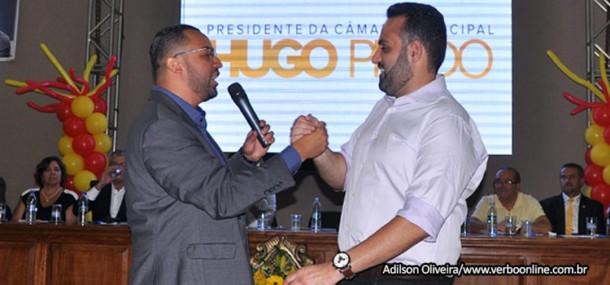Hugo Prado e o prefeito Ney Santos durante evento do PSB na Câmara de Embu das Artes.