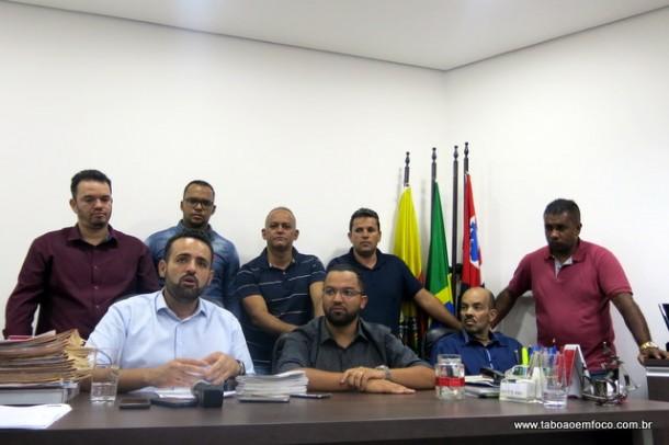 Com vereadores a sua volta, prefeito Ney Santos anuncia que aumento do IPTU 2018 está cancelado.