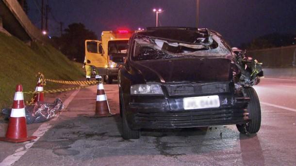 Motorista e pedestre morrem após atropelamento na Régis Bittencourt. (Foto: Reprodução TV Globo)