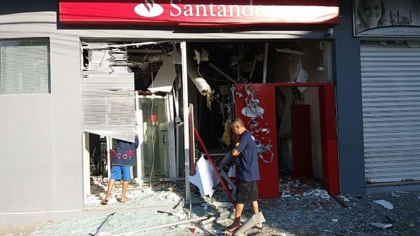 Agencia destruida em Juquitiba_AgoraESerio