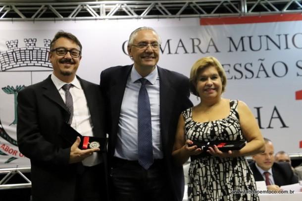 Andre Egydio e os homenageados Dr. Peter e Izilda Leonel
