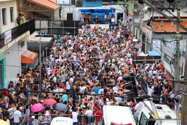 Milhares de pessoas curtiram a tradicional festa da Banda Espera Marido, no Jardim Maria Rosa.
