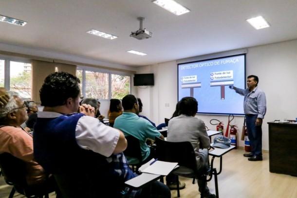 Escola do Legislativo da Câmara Municipal oferece, de graça, curso de iniciação na língua inglesa. (Foto: Leandro Barreira / CMTS)
