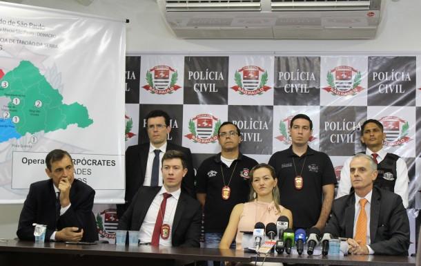 Equipe da Seccional de Taboão da Serra que coordenou a operação Harpócrates e prendeu 35 homens com pornografia infantil. (Foto: Divulgação / SSP)