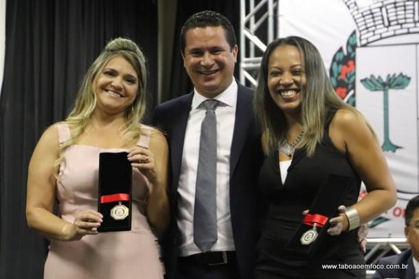 Eduardo Nobrega e as homenageadas Laura Favero e Luciana Silveira Moraes