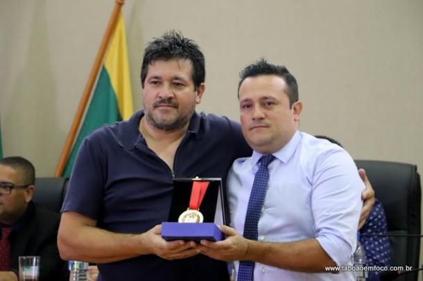 Joaozinho da Farmacia homenageia Sergio Luiz Girardi