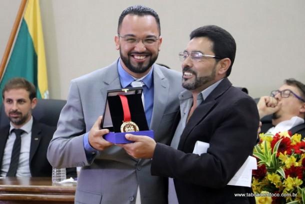 Julio Campanha homenageia Hugo Prado