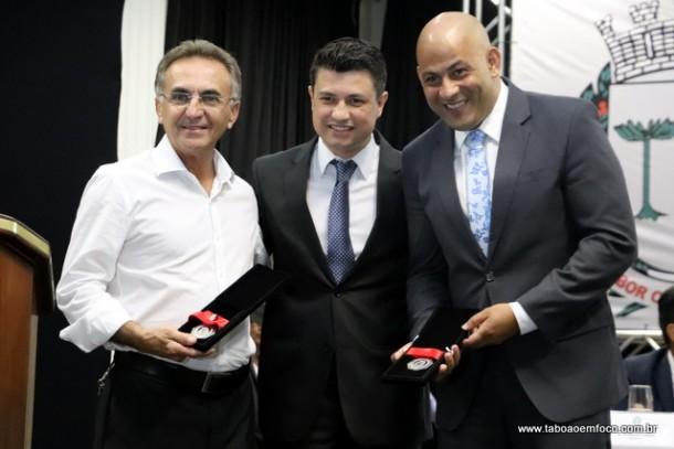 Marcos Paulo e os homenageados Celso Francisco Pereira e Jose Rodrigues Batista
