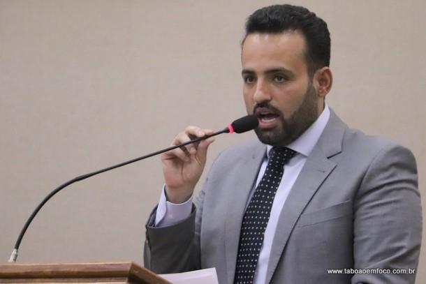 Ney Santos insinua sobre relação conjugal da vereadora Rosângela Santos.