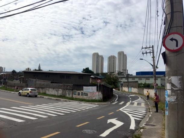 Sinalização em ruas da Cidade Intercap visam melhorar a fluidez do trânsito e garantir a segurança na travessia de pedestres (Foto: Edimon Teixeira / PMTS)