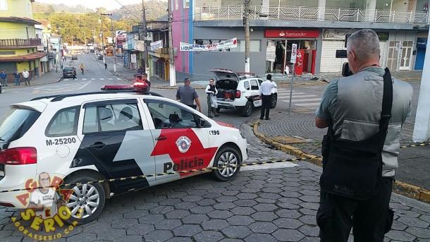 Policia em frente agencia Bancaria de Juquitiba_AgoraESerio