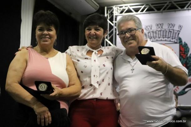 Rita de Cassia e os homenageados Neusa Brandao e Alair Rabelo Gomes