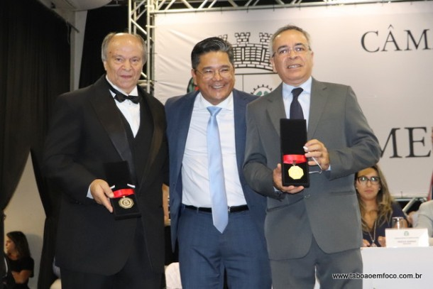 Ronaldo Onishi e os homenageados Iasias Afonso Rodrigues e Moarcir Tertulino da Silva